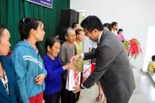 Ajinomoto trao 4000 quà tết cho người nghèo