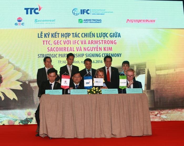 Thành Thành Công ký kết hợp tác chiến lược với IFC và Quỹ Năng lượng sạch Armstrong