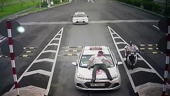 taxi du van o at tran vao san bay