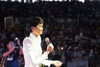 Hoa hậu H'Hen Niê bừng sáng khi diễn thuyết tại Philippines
