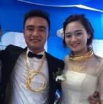 Cô dâu chú rể đeo cả kg vàng trong ngày cưới