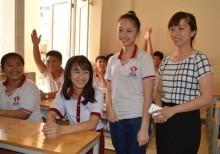 Nữ sinh bị cưa chân được đi học ở trường mới