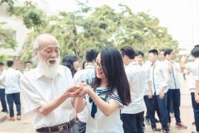 Trường Lương Thế Vinh thả chim phóng sinh tiễn học trò