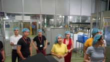 Dàn sao Việt trầm trồ trước dây chuyền sản xuất Trà Thảo Mộc Dr Thanh
