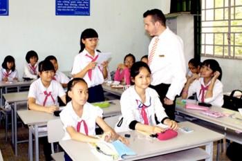 """Bộ GD&ĐT lên tiếng về việc """"bắt"""" học sinh học tiếng Trung"""