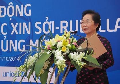 Phó Chủ tịch nước kêu gọi toàn dân đưa trẻ đi tiêm chủng