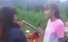 [VIDEO] Nữ sinh dùng gậy đánh bạn như… dân giang hồ