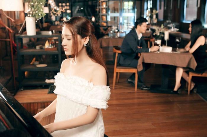 Bảo Anh tinh khôi với hình tượng nữ nghệ sĩ piano