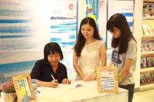 Nhà văn Nguyễn Ngọc Tư lên Sài Gòn kí tặng sách