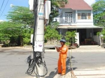 Ghi chỉ số điện bằng máy tính bảng ở Quảng Nam