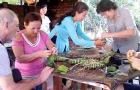 Người nước ngoài vui đón Tết Việt