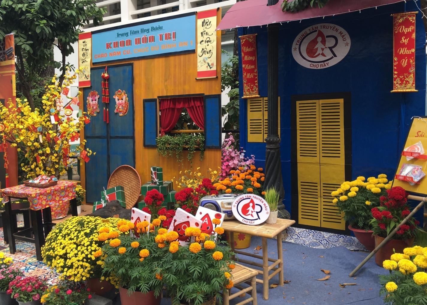 Ngắm đường hoa Xuân Tân Sửu trong Bệnh viện Chợ Rẫy