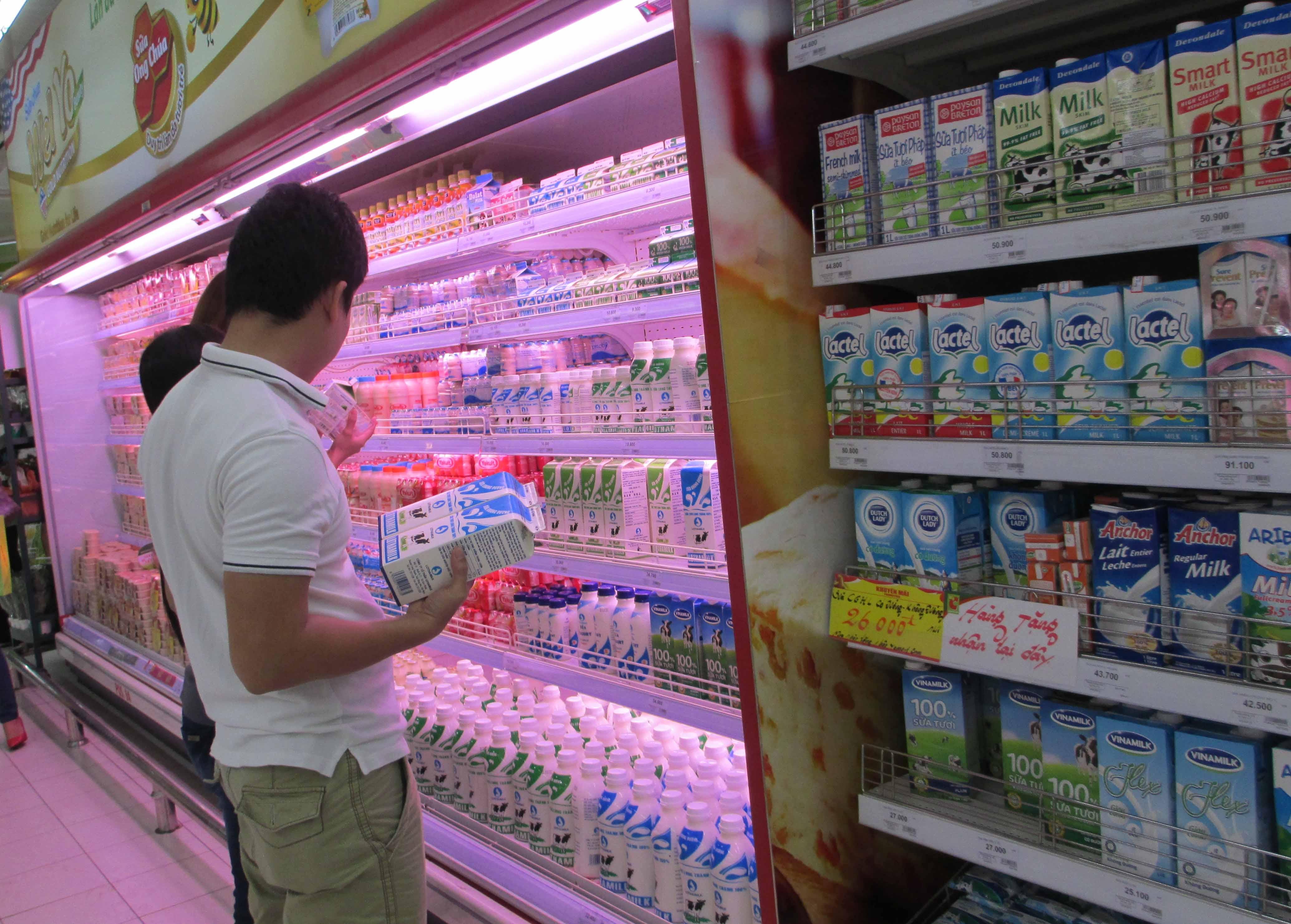 """""""Điệp khúc"""" tăng giá sữa lại bắt đầu"""