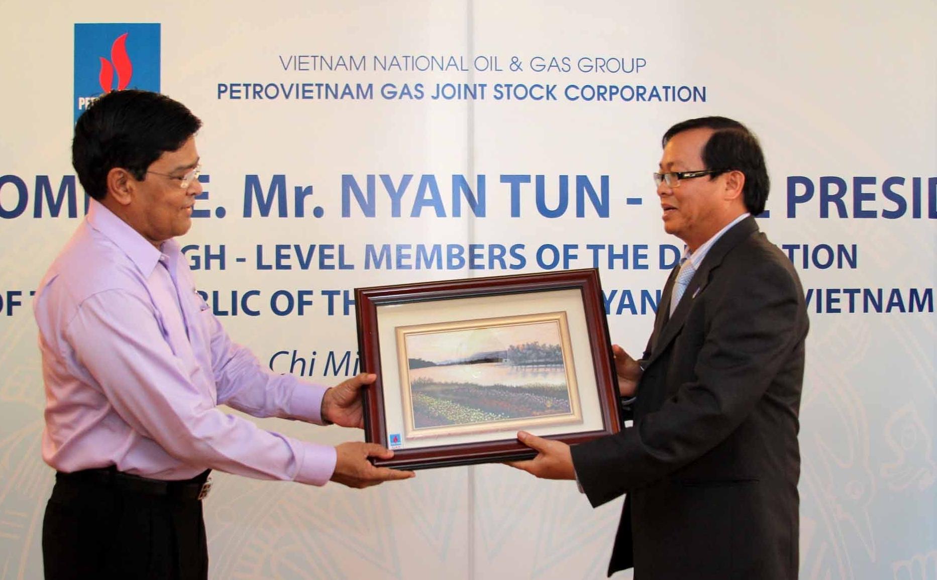 pho tong thong myanmar den tham pv gas