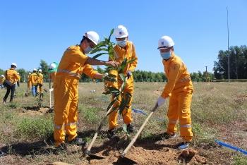 KĐN tiếp tục chương trình trồng cây trên công trình khí tại Trung tâm Phân phối Khí Nhơn Trạch