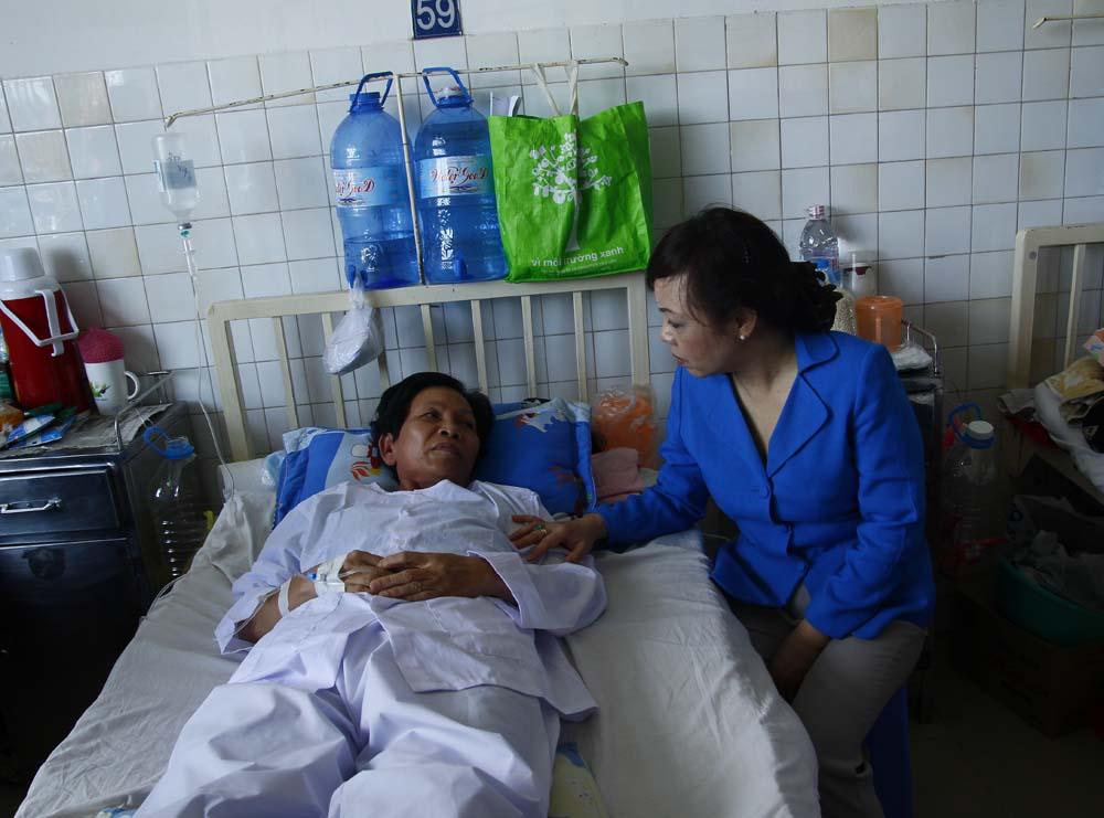 Bộ trưởng Y tế thăm mẹ thuyền trưởng tàu CSB 4033