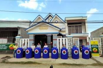 Đạm Cà Mau tặng 50 bồn chứa nước giúp nhân dân Bến Tre vượt hạn - mặn