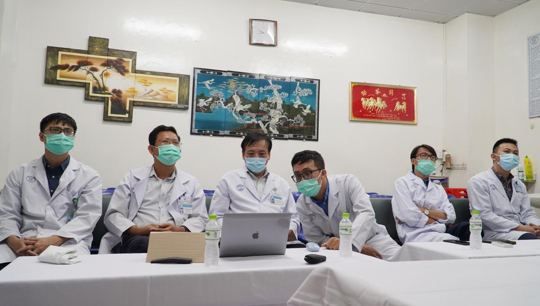 Các bác sĩ khoa Chẩn đoán hình ảnh Bệnh viện Chợ Rẫy tại buổi hội chẩn trực tuyến