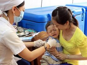 Đồng Tháp: Vì sao bé 2,5 tháng tử vong sau tiêm chủng?