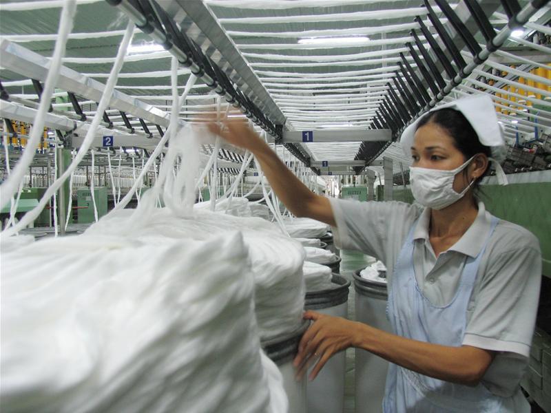 Doanh nghiệp dệt may trong nước lo mất thị trường