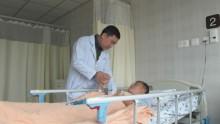 Bệnh nhân đột quỵ bị liệt tứ chi do di chuyển không đúng cách