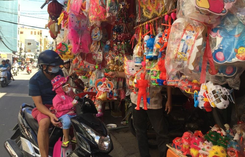TP Hồ Chí Minh: Thị trường lồng đèn Trung thu đìu hiu, giá vẫn tăng