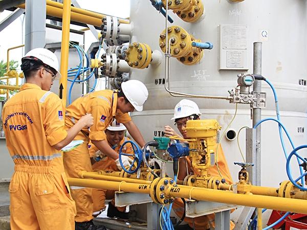 Nhóm cổ phiếu dầu khí dẫn dắt, VN-Index áp sát mốc 1.000 điểm