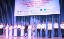 trao hon 500 suat hoc bong khuyen tai nam hoc 2017 2018