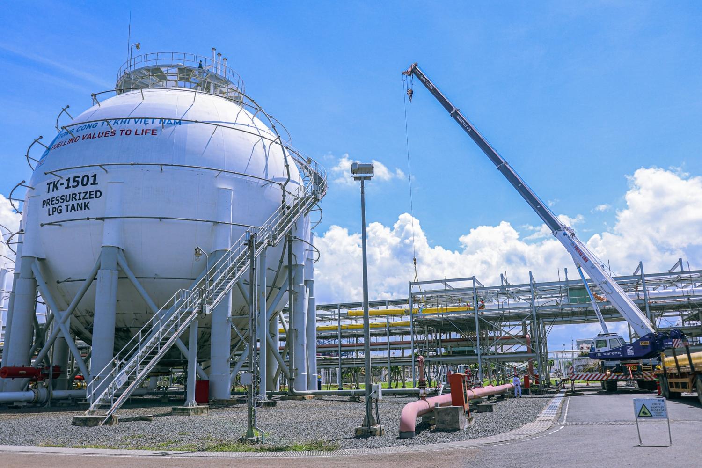 Chứng khoán 1/10: Ngược dòng thị trường nhóm cổ phiếu Dầu khí, phân bón tăng mạnh