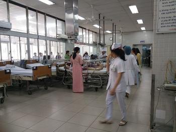 vu sap gian giao trong le 2011 6 hoc sinh bi chan thuong dau