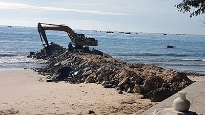 Bình Thuận: Cần thực hiện giải pháp đồng bộ chống xói lở bờ biển