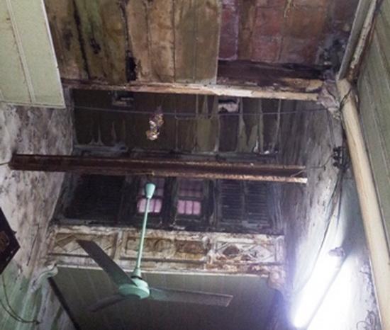 Nhà cổ phố Hàng Bạc sập trần giữa đêm