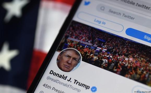 Twitter đình chỉ vĩnh viễn tài khoản của ông Trump