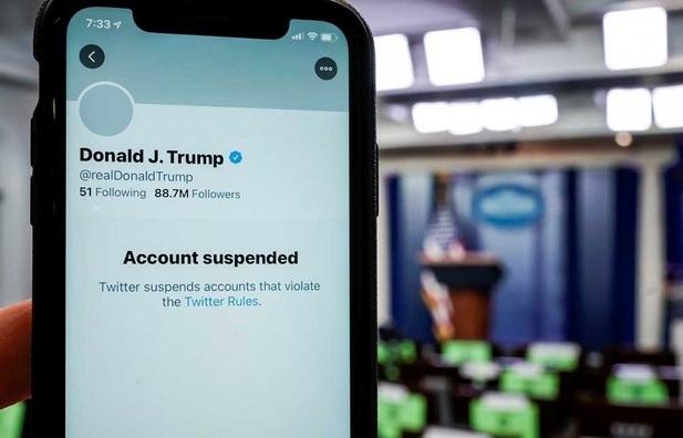 Bùng nổ tranh cãi vụ Twitter đóng tài khoản vĩnh viễn của ông Trump