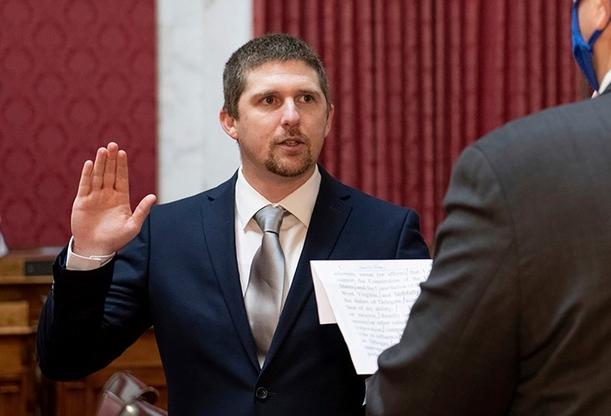 Nghị sĩ Mỹ từ chức vì tham gia bạo loạn ở trụ sở quốc hội