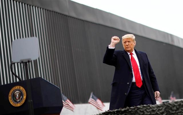 Lý do ông Trump thăm tường biên giới giữa bão luận tội - 1