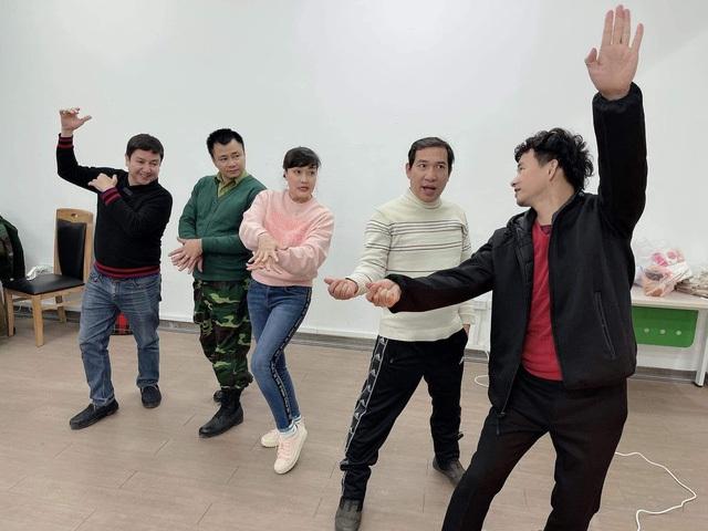 Ngọc Hoàng Quốc Khánh lộ diện ở hậu trường tập Táo Quân 2021 - 4