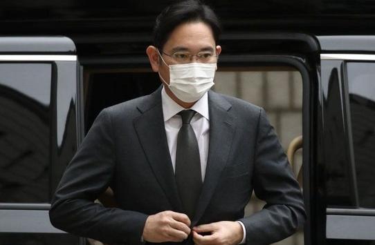 Người thừa kế tập đoàn Samsung bị kết án 30 tháng tù