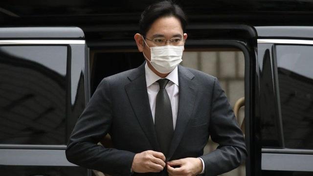 Người thừa kế tập đoàn Samsung bị kết án 30 tháng tù - 1