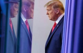 Ông Trump phá vỡ những truyền thống chuyển giao quyền lực