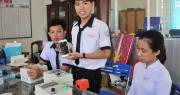 Học sinh chế hộp điều khiển máy bơm từ điện thoại… thu trăm triệu đồng