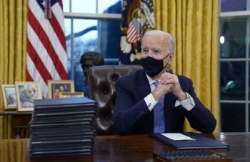 """Ông Biden hé lộ về bức thư """"tử tế"""" ông Trump để lại"""