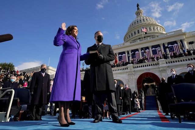 Giải mã lựa chọn trang phục của tân Phó tổng thống Mỹ trong lễ nhậm chức - 1