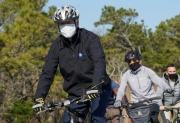 Lý do ông Biden có thể bị cấm mang xe đạp vào Nhà Trắng