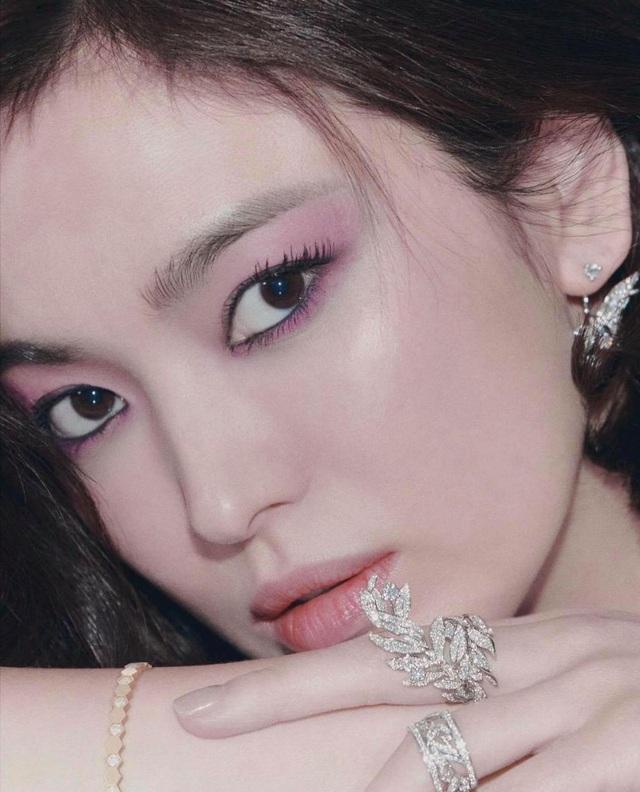 Ảnh thời nặng 70kg của Song Hye Kyo gây sốt mạng xã hội - 12