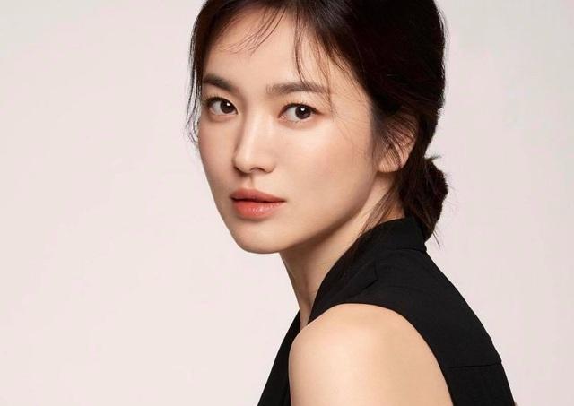 Ảnh thời nặng 70kg của Song Hye Kyo gây sốt mạng xã hội - 13