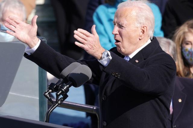 Đồng hồ hàng hiệu của ông Biden gây chú ý trong lễ nhậm chức - 1
