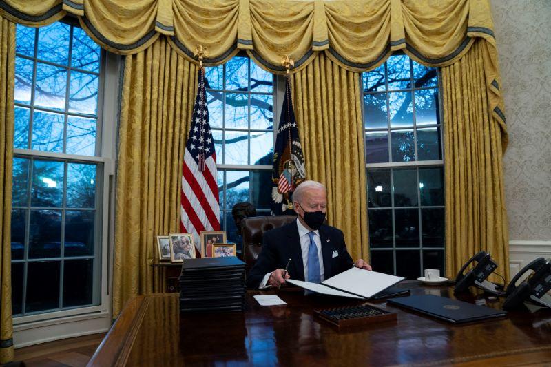 Tổng thống Mỹ Biden ký sắc lệnh bảo vệ người thất nghiệp, tăng lương và trợ giúp thực phẩm