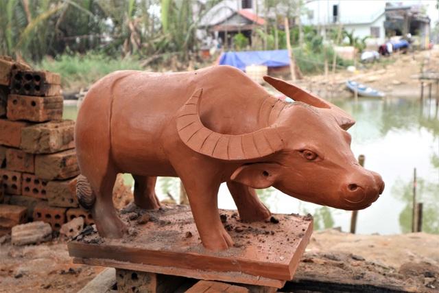 Giáp Tết Tân Sửu, xem nghệ nhân làng gốm Thanh Hà nặn tượng trâu đất - 4