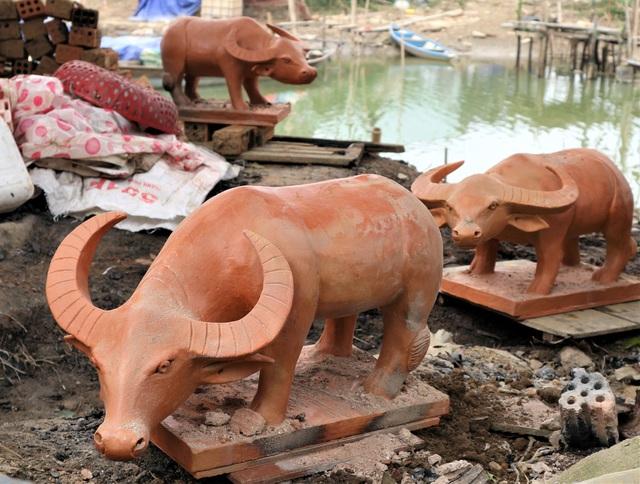 Giáp Tết Tân Sửu, xem nghệ nhân làng gốm Thanh Hà nặn tượng trâu đất - 5